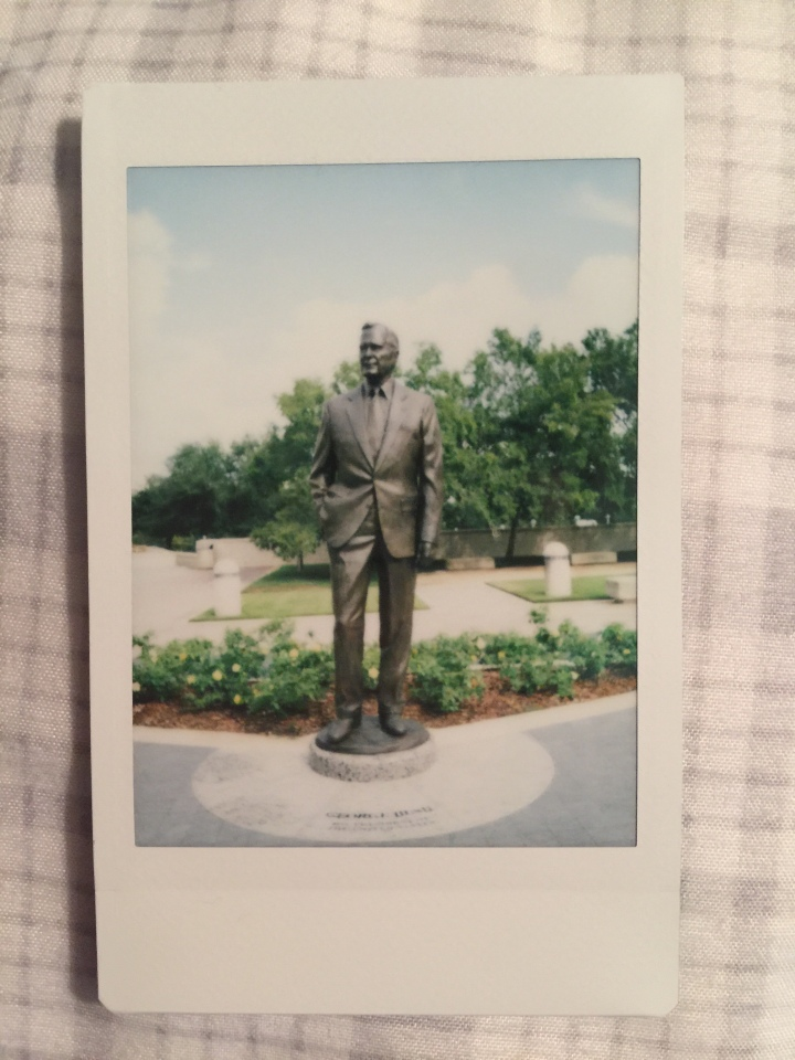 george hw bush statue